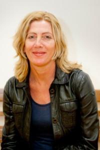 Marijke Andeweg werkt bij de gemeente Amsterdam, dienst Maatschappelijke Ontwikkeling. Zij heeft drie omvangrijke en complexe programma's op haar naam staan. Eind 2012 heeft zij de opdracht gekregen van het college van B&W om het programma  Amsterdamse  Aanpak Gezond Gewicht vorm te geven en uit te voeren.
